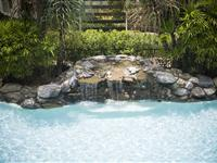 Swimming Pool with Water Feature – Mantra Esplanade Cairns