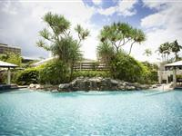 Swimming Pool and Garden – Mantra Esplanade Cairns